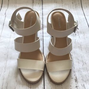 🌲5/$25 Old Navy NWOT White Heeled Sandals